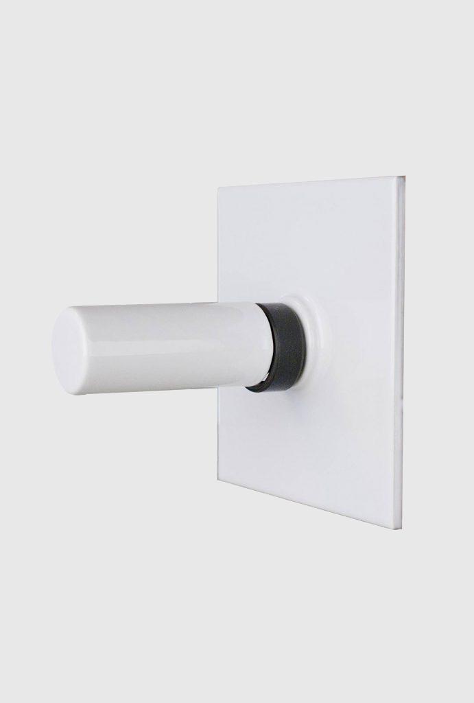 tegel met toiletrolhouder