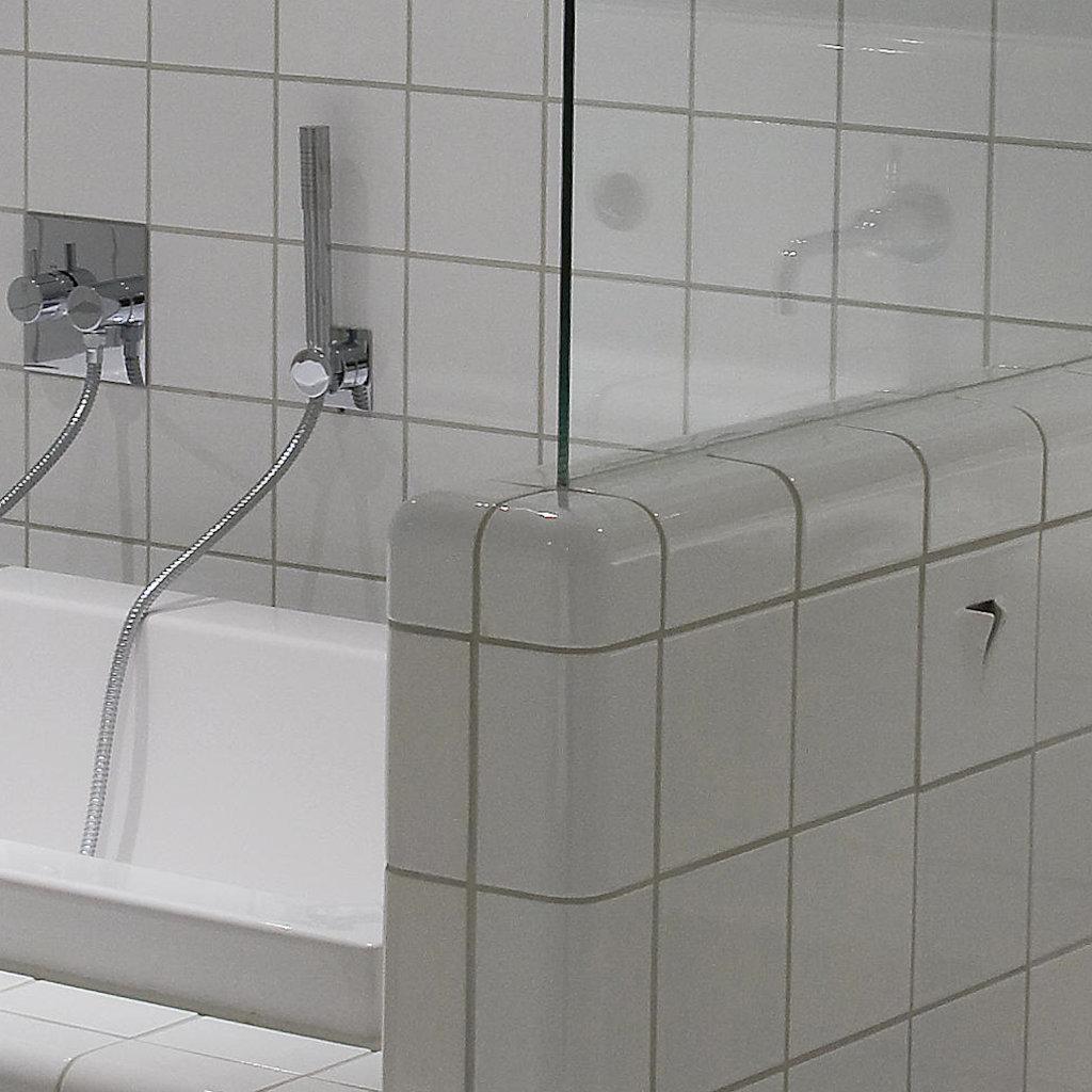 tegel hoek buitendop badkamer