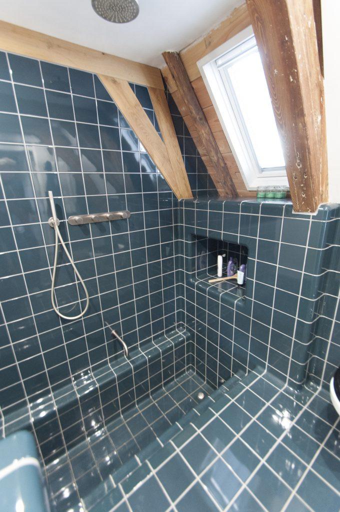 design badkamer met hoekprofiel tegel