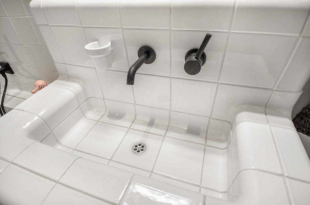 Wasbak met driedimensionale tegels