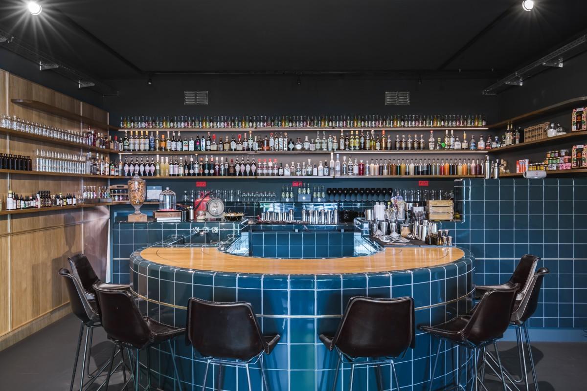 Bar met afgeronde tegels