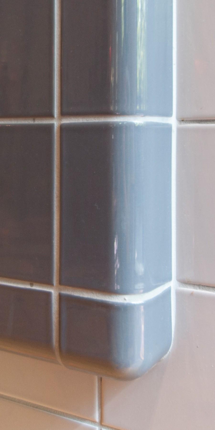 Betegelen van meubels met driedimensionale tegels, verkrijgbaar in in 20 kleuren