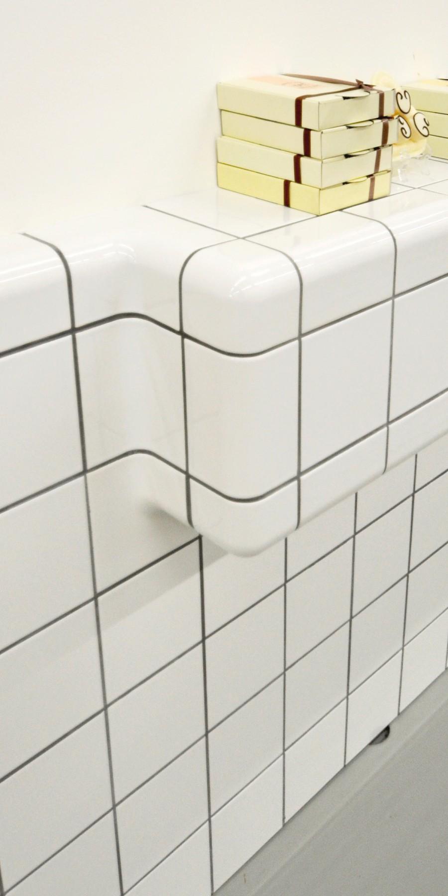 betegelde rand met afgeronde tegels, driedimensionale tegel met hoekprofiel